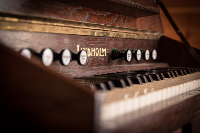 アンティークピアノ